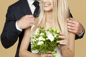 Man giving woman a bunch of flowers