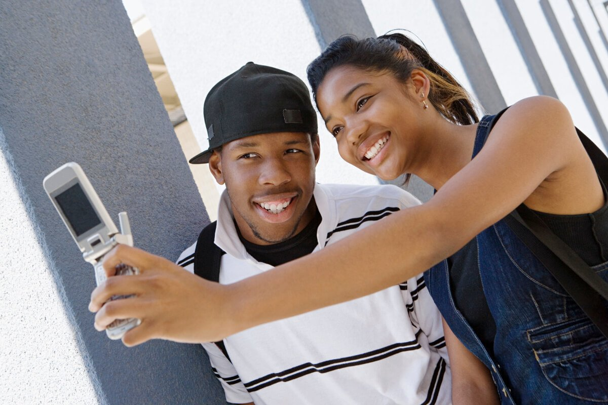 Woman wanting to make a Pisces man miss her by doing a selfie